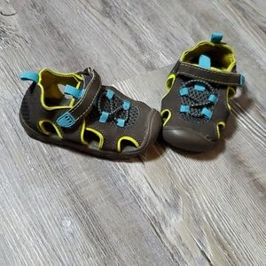 Toddler shoes-size 4